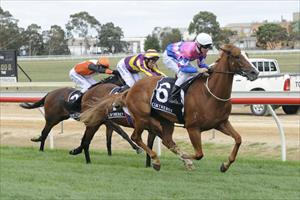 Last Man Standing breaks through in style on Pakenham Cup Day