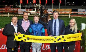Moonlover & Winning Owners at The Valley